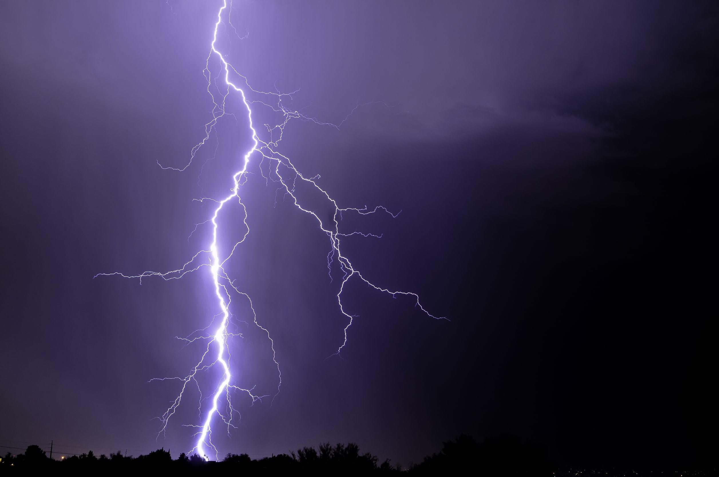 10452663 - tucson lightning